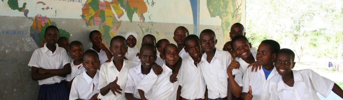 Schülerinnen und Schüler in Tansania
